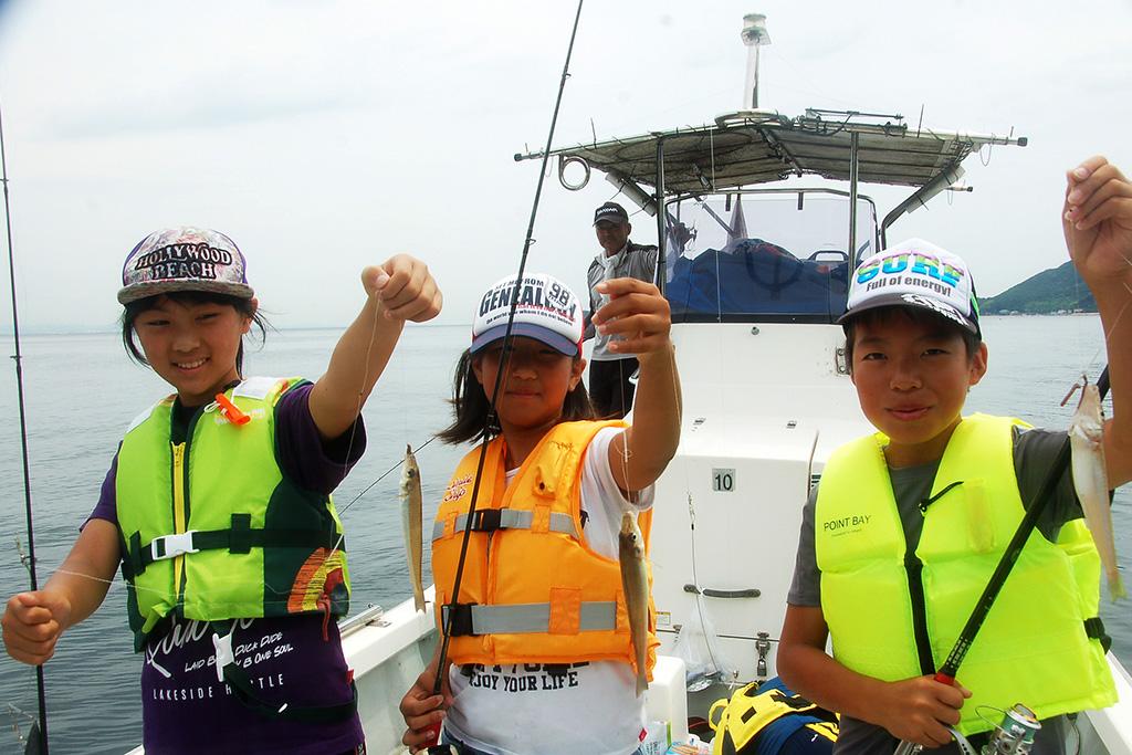 子供達の船釣り ―― 写真提供:姫路市水産漁港課